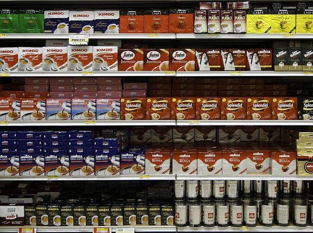 Scaffale caffè supermercato