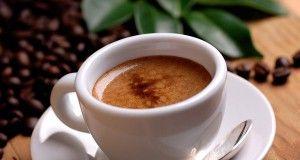 l'aforisma tazzina caffè espresso con cucchiaino