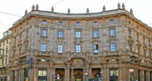 palazzo poste starbucks milano piazza cordusio