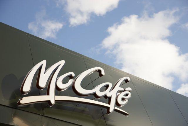 bike drive Mc Donald's IA Un'insegna McCafé, le caffetterie abbinate ai McDonald's