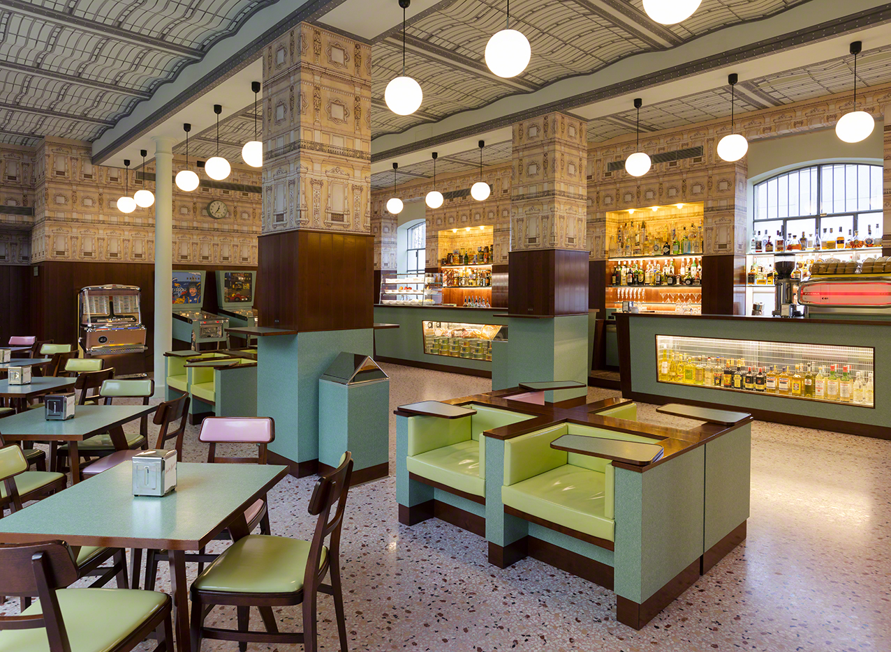 Anche il Bar Luce di Fondazione Prada nel tour artistico ...