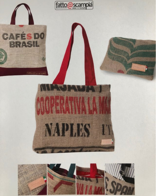 Le borse solidali fatte a Scampia con i sacchi del caffè svuotati nella torrefazione Kimbo