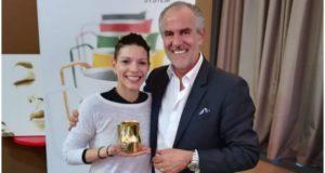 The lags battle Manuela Fensore con Luigi Lupi ritira la Golden Jug Certification del Lags (Latte Art Grading System)