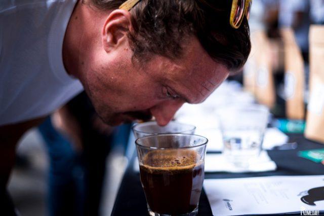 Io bevo caffè olfatto