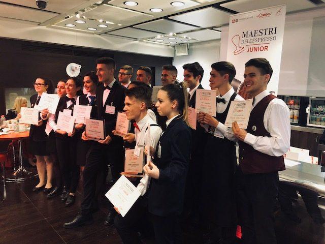 I sedici concorrenti della finale di Maestri dell'espresso junior 2018 disputatta a Trieste presso l'Università del caffè illy