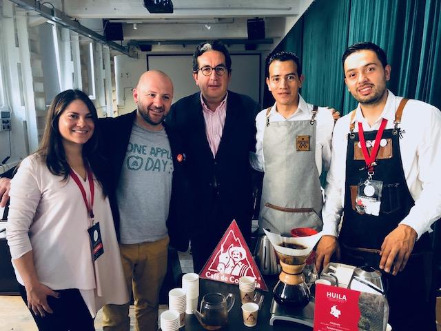 Francesco Sanapo al Milano Coffee festival con l'ambasciatore della Colombia in Italia
