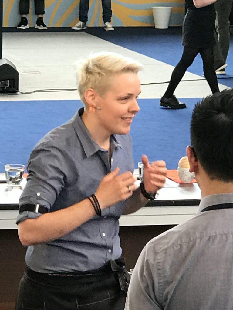La vincitriceLa vincitrice del mondiale 2018, Agnieszka Rojewska, intrattiene i giudici durante la sua routine