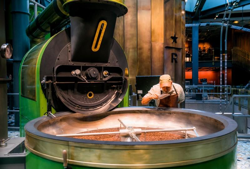 Starbucks reserve roastery La tostatrice Scolari all'interno della Reserve roastery di Starbucks a Milano