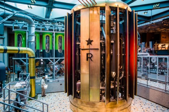 Il caffè verde entra nella torrefattrice della Reserve roastery di Milano