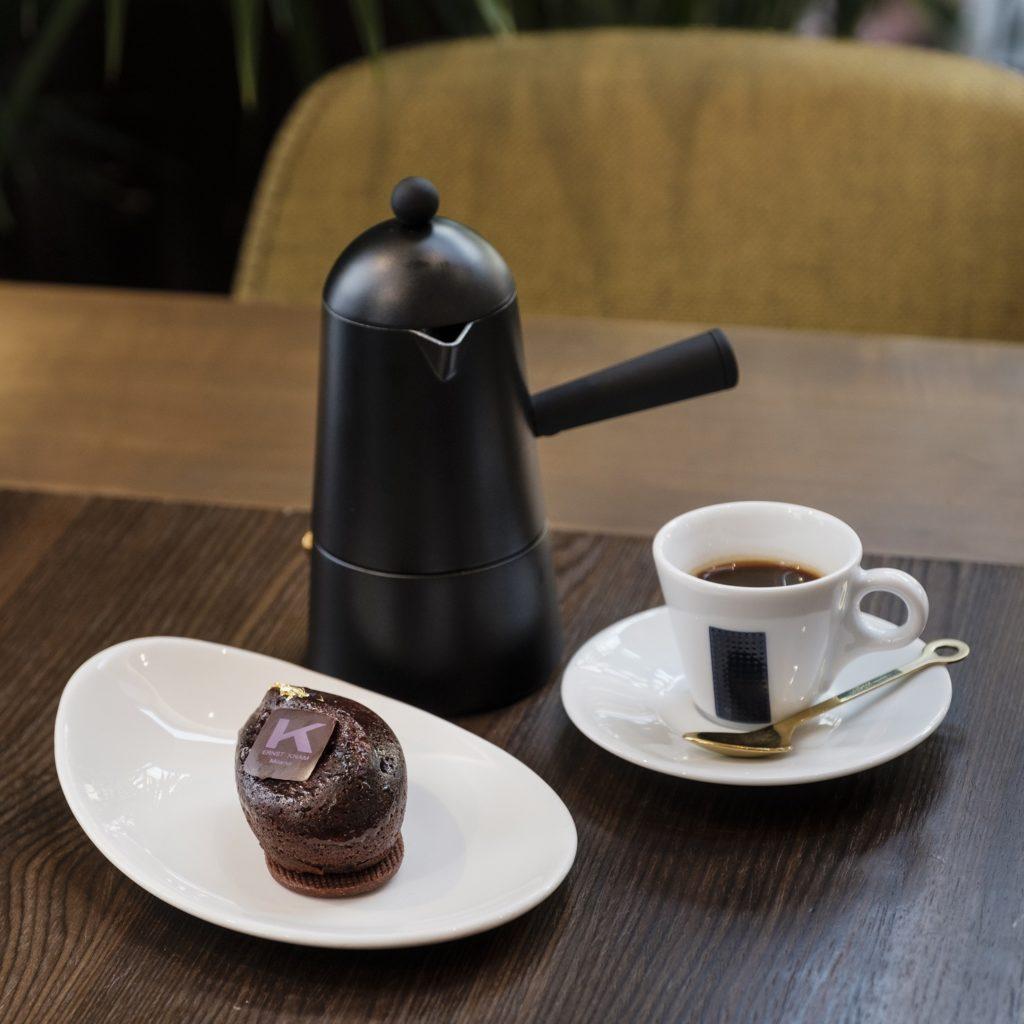 Carmencita Lavazza con il Chicco di caffè di Knam