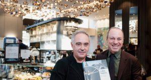 La presentazione del librone Coffee Sapiens: da sinistra Ferran Adrià e Giuseppe Lavazza nel Flagship store Lavazza di Milano