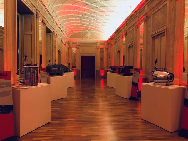 Gaggia Milano: l'esposizione delle Gaggia d'epoca nella hall di Palazzo Bovara