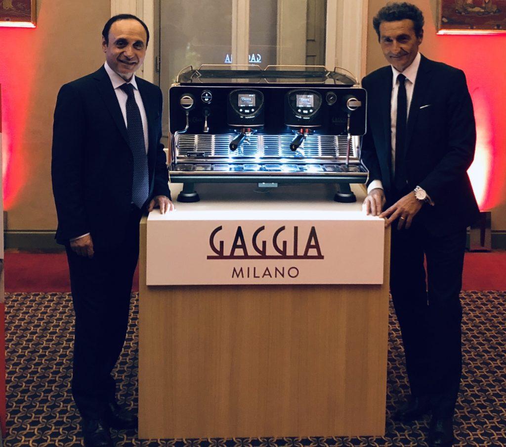 Giancarlo Strada (sinistra) e Andrea Zocchi (destra) vicini all'ammiraglia, La Reale