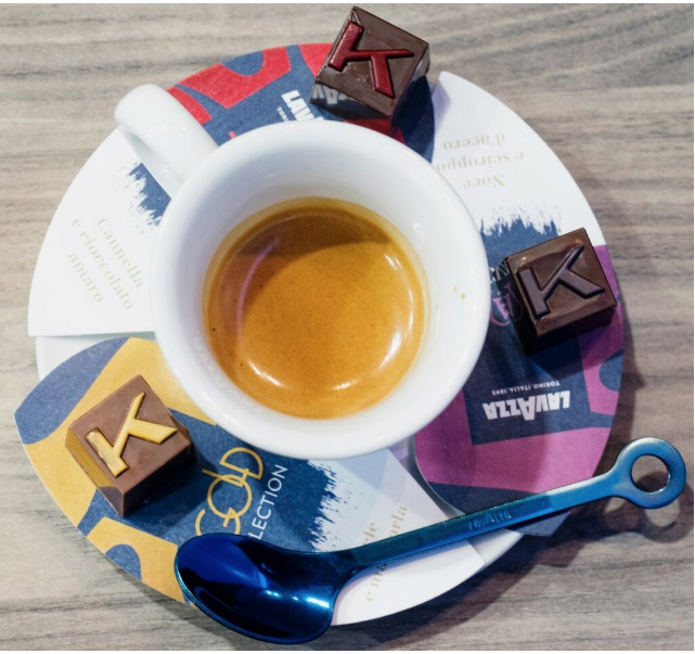 Il pairing di cioccolatini da 8 grammi proposta da Ernst Knam con Gli speciali della Classic collection di Lavazza