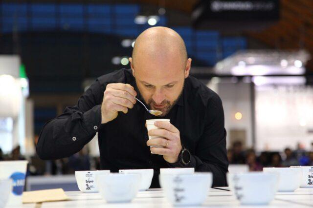 Francesco Sanapo durante il recente campionato di cup tasting, che ha dominato