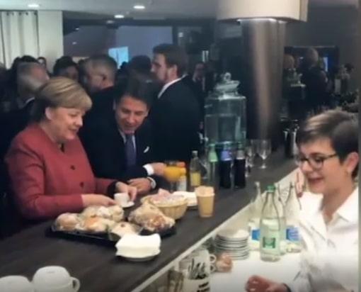 Giuseppe Conte e Angela Merkel riuniti dal rito del caffè