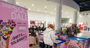 """Un momento della campagna """"Il gusto della solidarietà"""" al Centro commerciale I Malatesta di Rimini"""