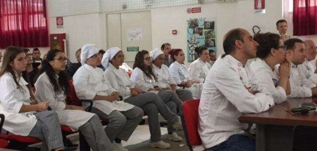 Gli studenti di un istituto alberghiero siciliano