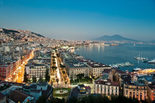 fiera caffè Napoli Una veduta panoramica di Napoli