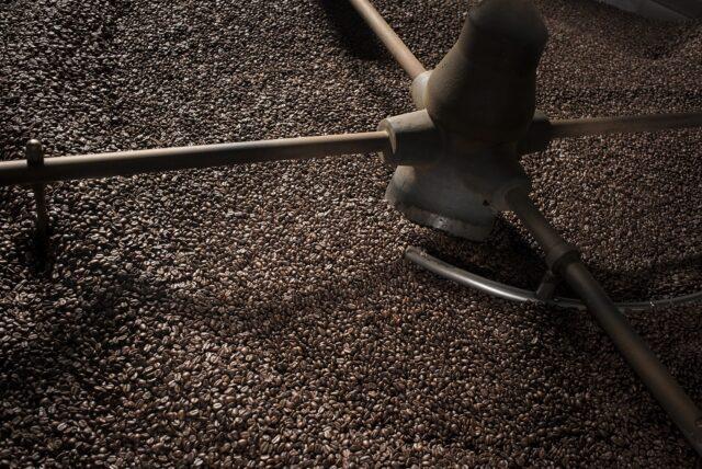 Caffè tostato nello stabilimento Goppion di Preganziol (Treviso)