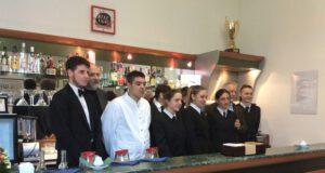 Il primo gruppo di ragazzi partecipanti all'iniziativa del Bar didattivo
