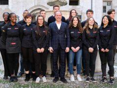 Paolo Uberti titolare della Torrefazione Trismoka con gli studenti che parteciperanno alla sfida bresciana