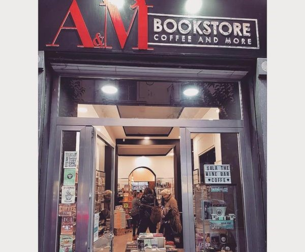 L'entrata dell'A&M Bookstore di Napoli