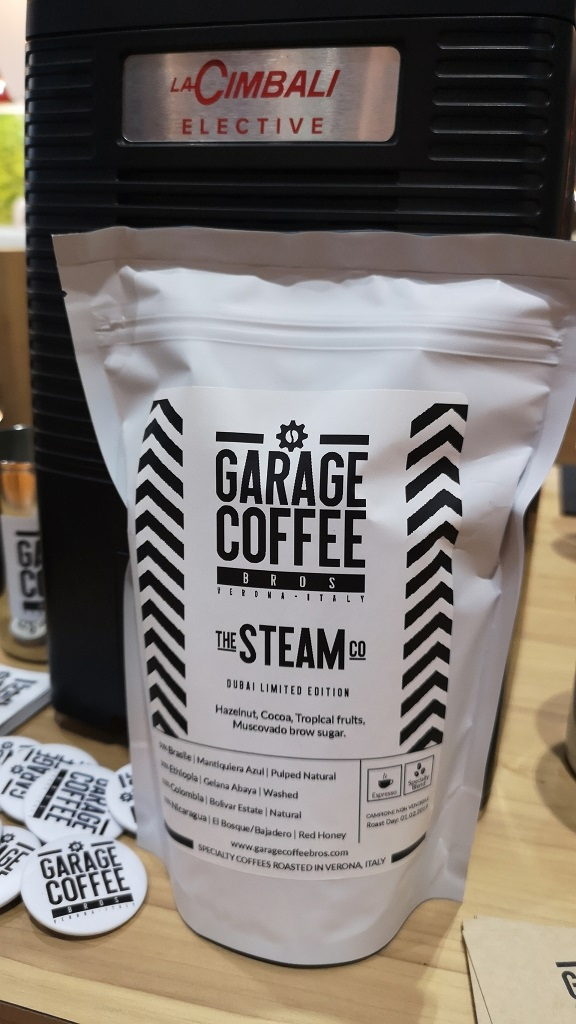 Garage Coffee Bros Dubai Un dettaglio del packaging The Steam Co di Garagae Coffee Bros