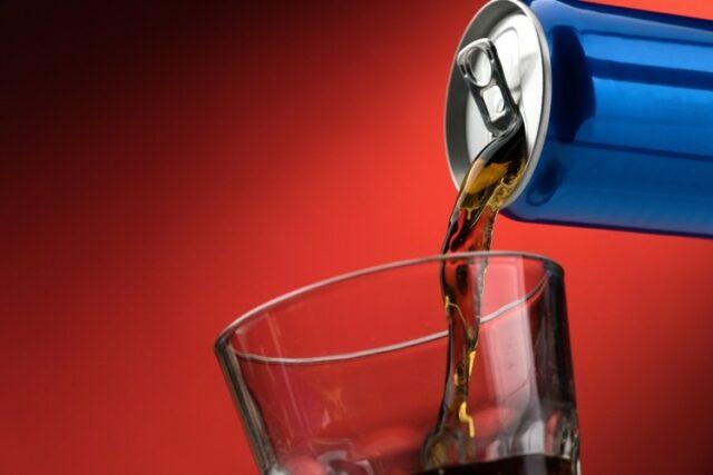 Vari organismi esprimono preoccupazione per le forti dosi di caffeina assunte dai giovani attraverso gli energy drink