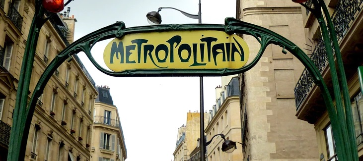 ivs france parigi L'entrata caratteristica di una stazione della metropolitana parigina