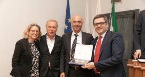 Premiazione Franchising Key Award 2019 Umberto Gonnella (primo da destra) con l'importante riconoscimento
