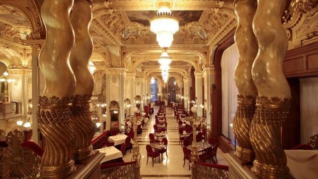 caffè storici Gli splendidi ambienti del Café New York a Budapest