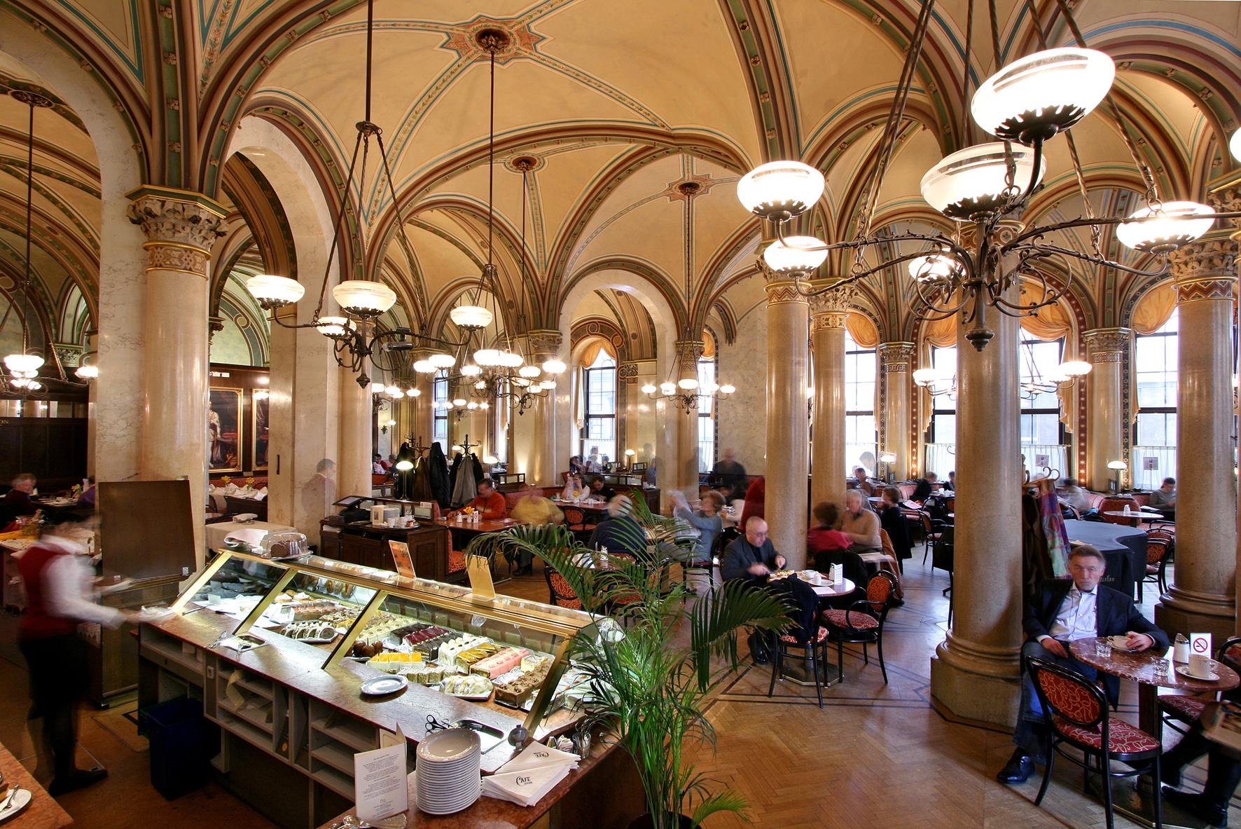 caffè storici Una bella immagine del Café Central di Vienna