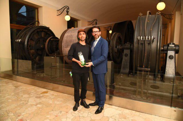 massimiliano pogliani illycaffè Ro Plastic Prize L'Ad di ilycaffè Massimiliano Pogliani (a destra) con il designer Mattia Bernini