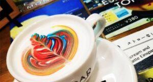 Roar latte art giappone Rainbow coffee: latte art policroma, con varie decorazioni color arcobaleno realizzate sulla schiuma