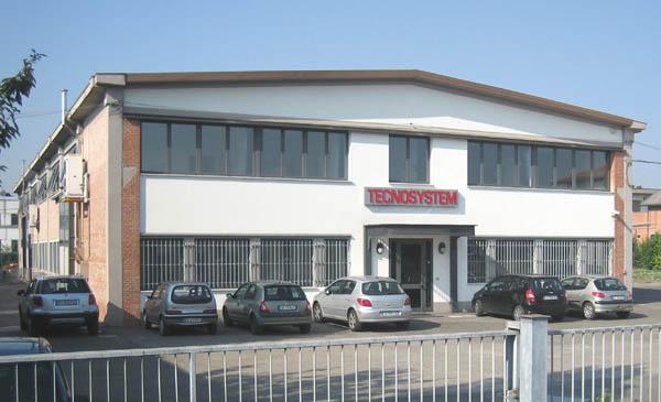 Tecnosystem fiamme L'esterno dello stabilimento Tecnosystem di Budrio (Bologna)