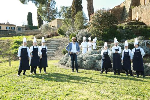 un dolce da maestro Massimiliano Rosolino con Giudici e allievi del talent (Foto: Stefano Colarieti / LaPresse 15.03.2019) game-show la7