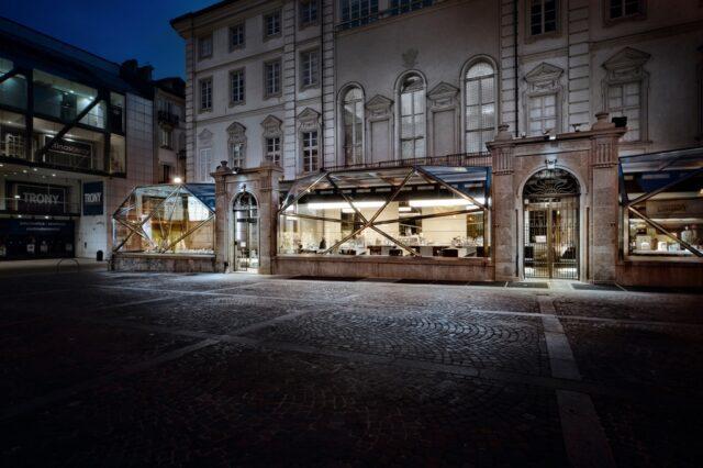 Costadoro Coffee Lab Diamante notturna Costadoro Il Costadoro Coffee Lab Diamante in una bella immagine notturna