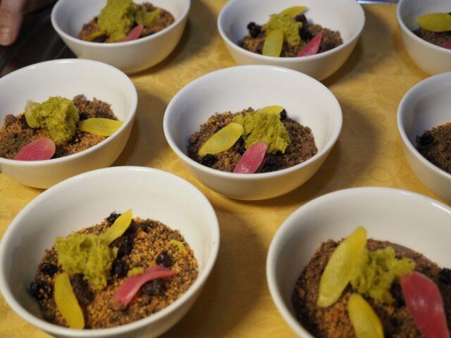 Ricetta cioccolato e asparagi L'abbinamento insolto tra la freschezza dell'asparago, l'acidulo dell'aceto e i profumi dei cioccolato fondente