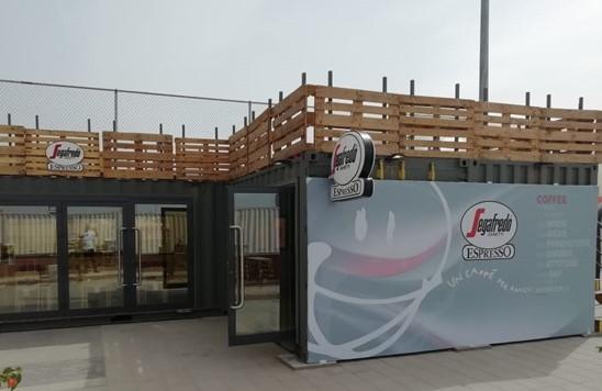 Segafredo container DHAHRAN caffetteria Segafredo Zanetti Il nuovo format di caffetteria di Segafredo Zanetti Espresso si sviluppa all'interno di un container