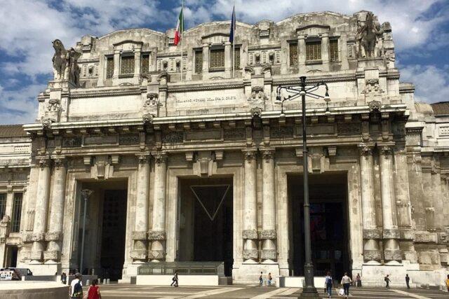 Stazione Centrale Milano Starbucks stazione Milano L'imponente facciata della Stazione Centrale di Milano