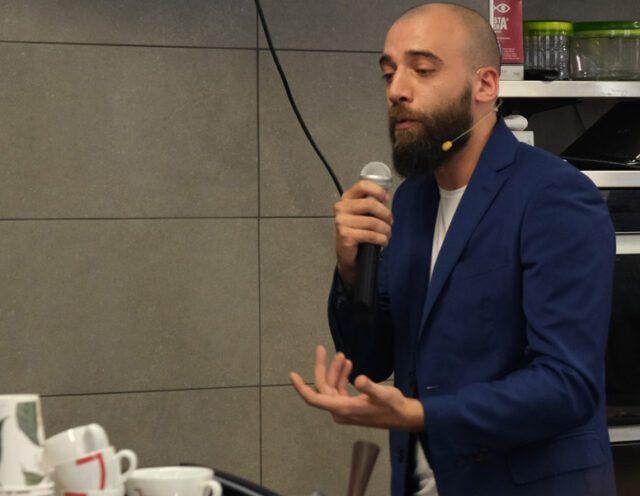 il barista Federico Volpe specialista di mixology