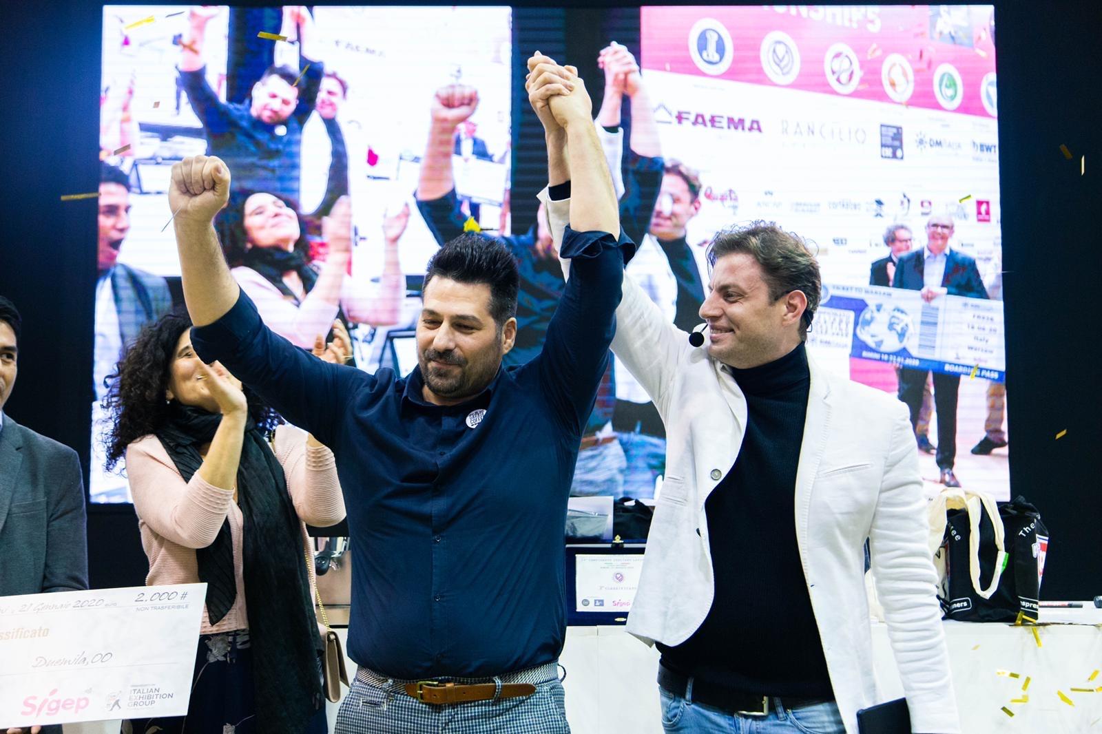Il trionfo di Davide Cobelli alla fine della complessa gara di Roasting