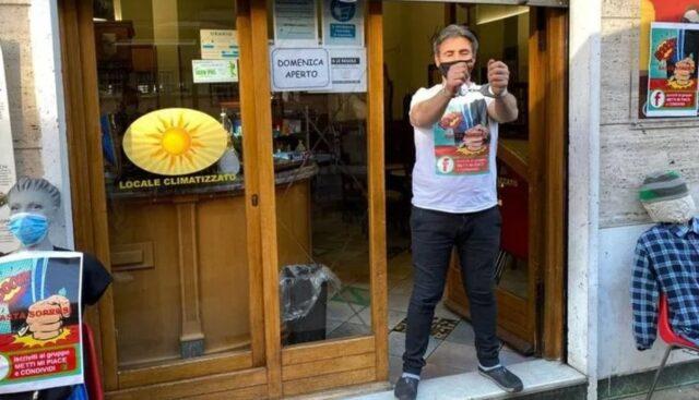 نیکو دراگی ، مالک بار Piazzi di Crocetta در تورین ، در جریان اعتراض خود